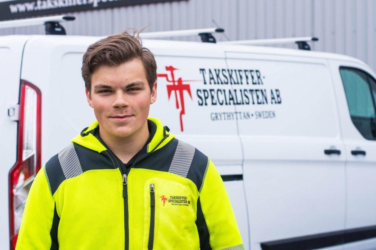 Emil Hagström från Filipstad är en av Takskifferspecialistens nya lärlingar.